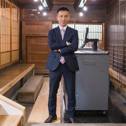 代表取締役 吉岡寛人近影